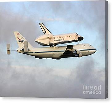 Canvas Print featuring the photograph Nasa's Old Reliable - N905na by Alex Esguerra