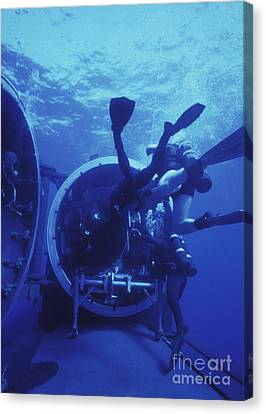 Navy Seals Submerge And Lock Back Canvas Print by Michael Wood