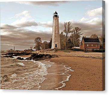 New Haven Lighthouse Canvas Print by Frank Garciarubio