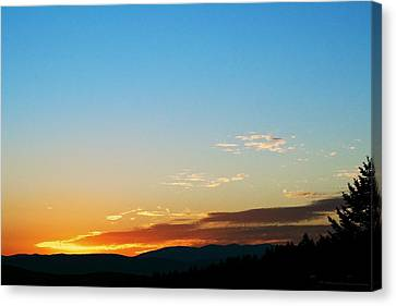 New Lazy Summer Day Canvas Print by Kevin Bone