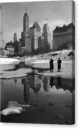 New York City, Plaza Buildings Canvas Print by Everett
