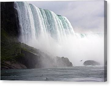 Canvas Print featuring the photograph Niagara Falls by Darleen Stry