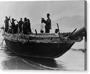 North Vietnamese Refugees Arrive At Da Canvas Print by Everett
