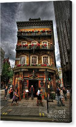 Number 52 Victoria Street Canvas Print by Yhun Suarez