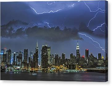 Nyc All Charged Up Canvas Print by Susan Candelario