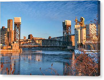 Ohio Street Bridge 10672 Canvas Print by Guy Whiteley
