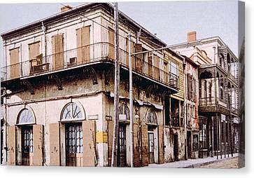 Old Absinthe House In New Orleans Canvas Print by Everett