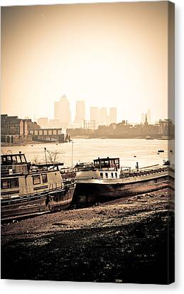 Canvas Print featuring the photograph Old And New London Town by Lenny Carter
