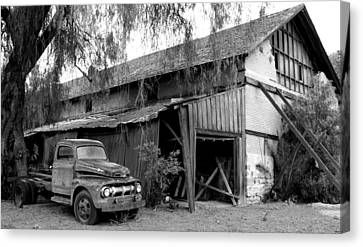 Old Barn Black And White Canvas Print