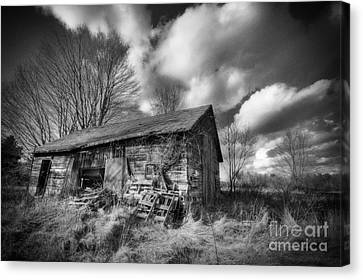 Old Dramatic Barn Hdr Canvas Print by Joe Gee