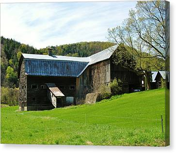 Canvas Print featuring the photograph Old Vermont Barn by Sherman Perry