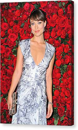 Olivia Wilde Wearing A Narciso Canvas Print