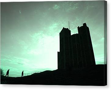Canvas Print featuring the photograph Orford Castle by David Harding
