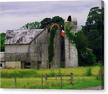 Pa Barn Canvas Print by Dottie Gillespie