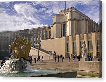 Canvas Print featuring the photograph Palais De Chaillot by Rod Jones