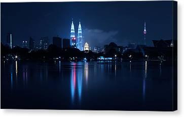 Petronas Towers Taken From Lake Titiwangsa In Kl Malaysia. Canvas Print by Zoe Ferrie