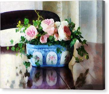 Pink Roses And Ivy Canvas Print by Susan Savad
