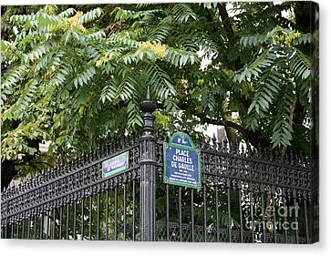 Place Charles De Gaulle And Avenue De Wagram Canvas Print by Carol Groenen