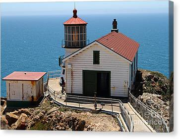 Point Reyes Lighthouse In California 7d15997 Canvas Print by Wingsdomain Art and Photography