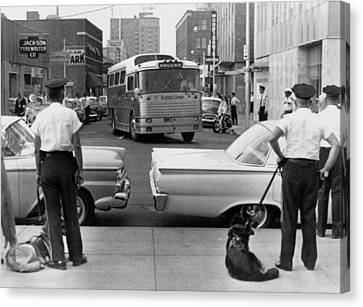 Policemen Watch As Freedom Riders Canvas Print by Everett
