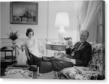 President And Betty Ford In The Living Canvas Print by Everett