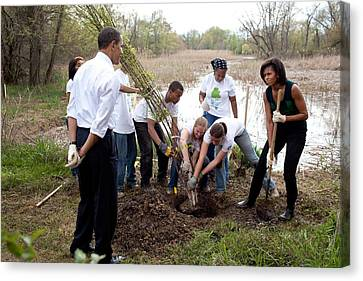 President And Michelle Obama Help Plant Canvas Print by Everett