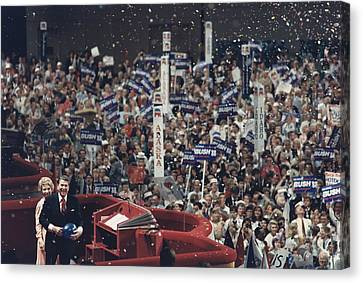 President And Nancy Reagan Receive Canvas Print by Everett