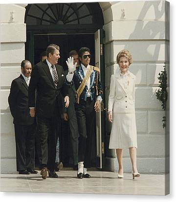 President And Nancy Reagan With Michael Canvas Print by Everett