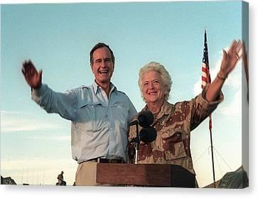 President George Bush And Barbara Bush Canvas Print by Everett