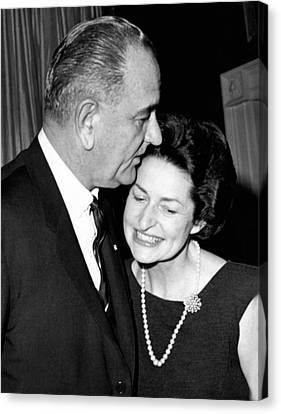 President Lyndon Johnson Kisses Canvas Print by Everett