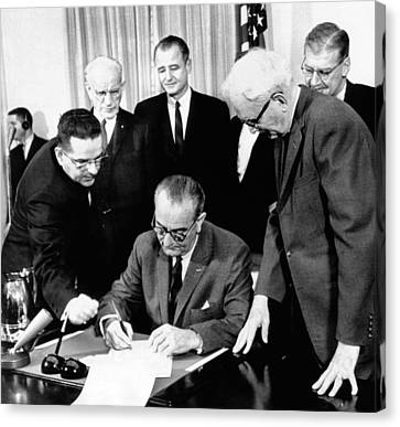 President Lyndon Johnson Signs The 24th Canvas Print by Everett