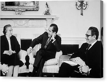 President Nixon Henry Kissinger Canvas Print by Everett