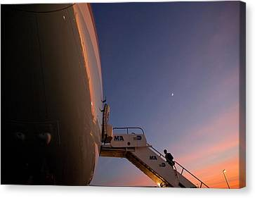 President Obama Boarding Air Force One Canvas Print