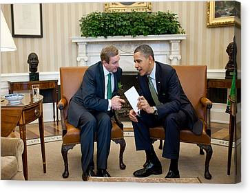 President Obama Confers With Irish Canvas Print by Everett