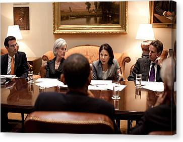 President Obama Listens To Nancy-ann Canvas Print by Everett