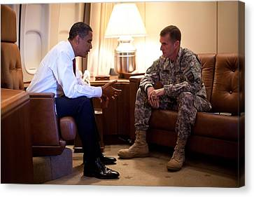 President Obama Meets With Army Gen Canvas Print by Everett