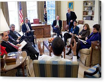 President Obama Meets With Senior Canvas Print by Everett