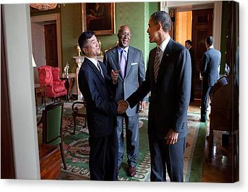 President Obama Talks With Commerce Canvas Print by Everett