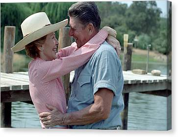 President Ronald And Nancy Reagan In An Canvas Print