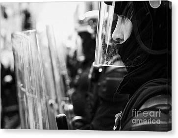 Psni Northern Ireland Riot Police Canvas Print by Joe Fox
