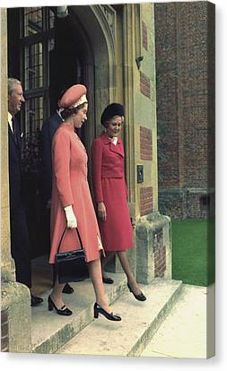 Queen Elizabeth And First Lady Pat Canvas Print by Everett