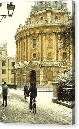 Radcliffe Camera In The Snow Canvas Print