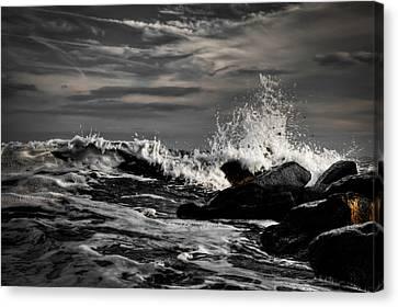 Raging Seas Canvas Print by David Hahn