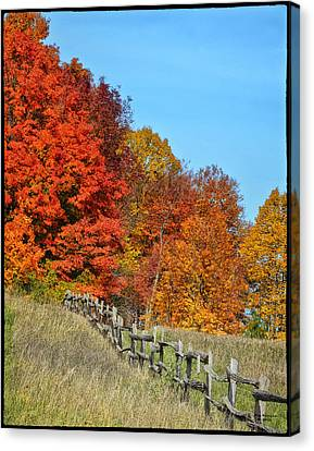 Rail Fence In Fall Canvas Print by Peg Runyan