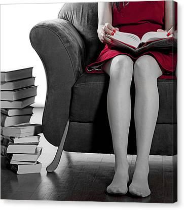 Reading Canvas Print by Joana Kruse