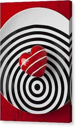 Red Heart On Circle Plate Canvas Print by Garry Gay