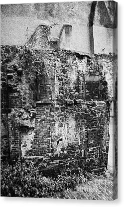 Remains Of An Old Historic House With Multiple Fireplaces In The Wall Of The Old Town Aberdeen Scotl Canvas Print by Joe Fox
