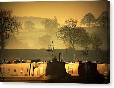 Resting Narrowboats Canvas Print by Linsey Williams