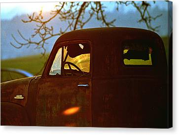 Retirement For An Old Truck Canvas Print