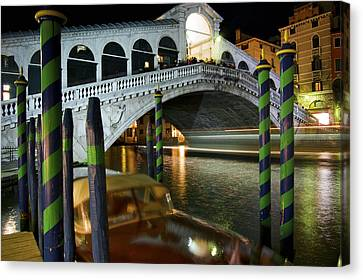 Rialto Bridge Over The Grand Canal Canvas Print by Jim Richardson